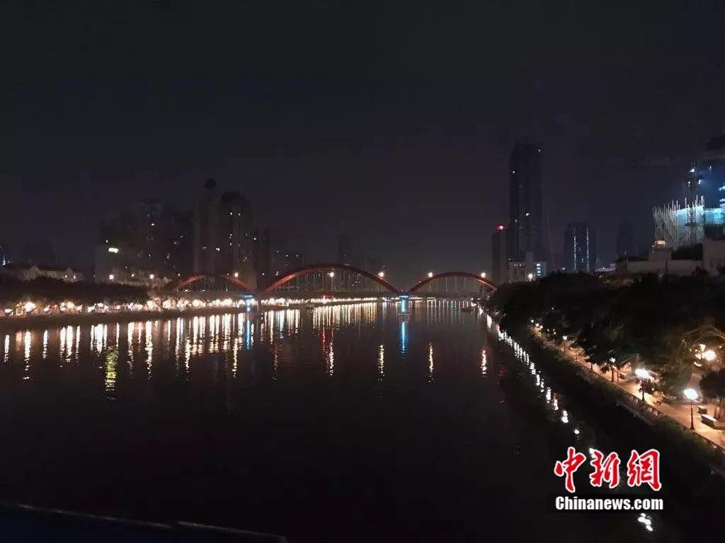 """鬼节逛""""鬼市""""!探秘凌晨开档、天亮消失的神秘集市…小脸谱"""