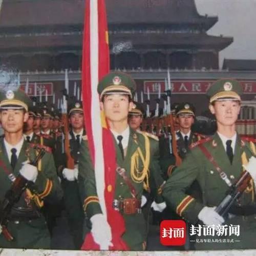 这个国旗护卫队退伍老兵 穿越大半个中国来看你!