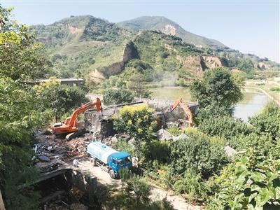 大型农家乐藏身秦岭保护限制开发区内 已被拆除