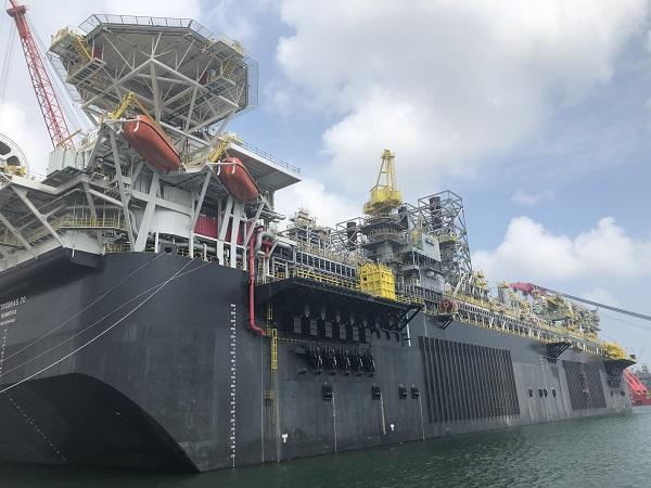 这是浮式生产储卸油装置(FPSO)全景。国务院国资委网站 陈航 摄