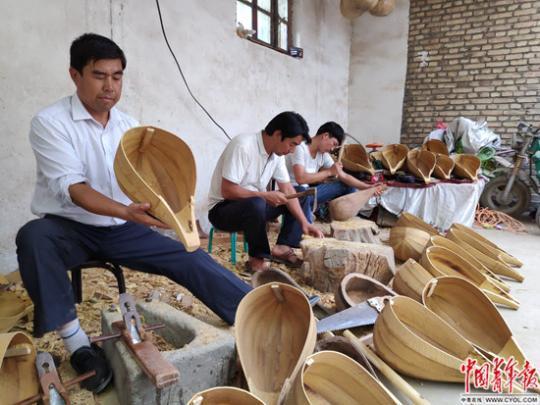 新疆阿克苏有个 乐器村