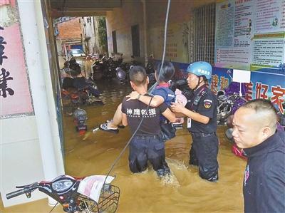 救援队驰援灾区 返程受阻高速被收费