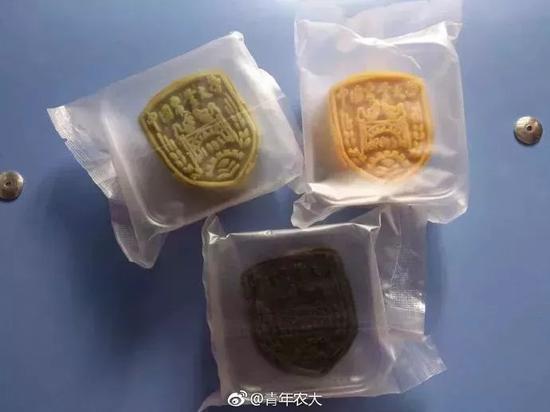 """△中国农业大学""""校徽""""版月饼"""
