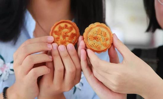 今年最受欢迎的月饼细头银击节碎是它 网友:此一时、彼一时啊