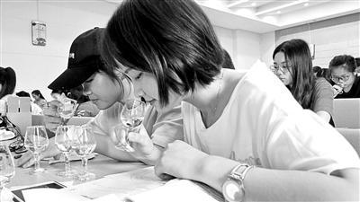 """四川理工学院上课为何教""""品酒""""?"""