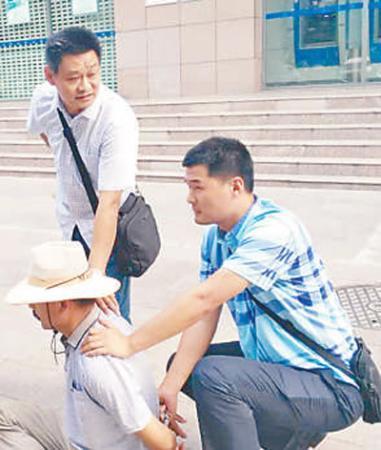 山东民警在查办涉黑案时牺牲 倒下时保持着奔跑姿势