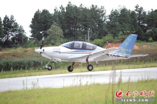 """""""山河SA160L""""在株洲芦淞通用机场成功首飞。山河科技供图"""