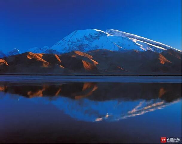 矗立云端俯瞰天山 新疆这些巅峰之旅震撼