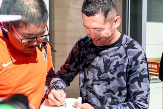 中国足球独辟蹊径 U25球员 年底见