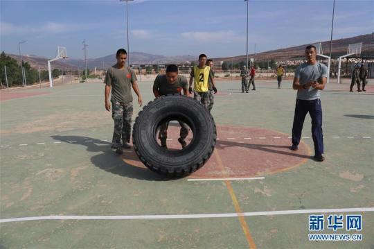 中国官兵在联黎部队军事障碍挑战赛中获佳绩