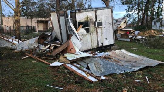 美再遭飓风侵袭:建筑物被摧毁 已有至少七死
