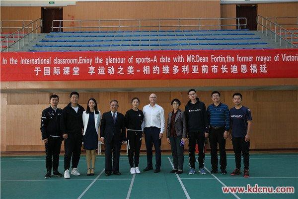 国际导师化身灌篮高手,科德学院变身湘北高校女刊代购组