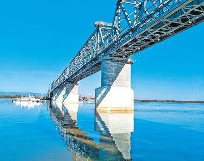 中俄首座跨界河铁路大桥中方段主体工程