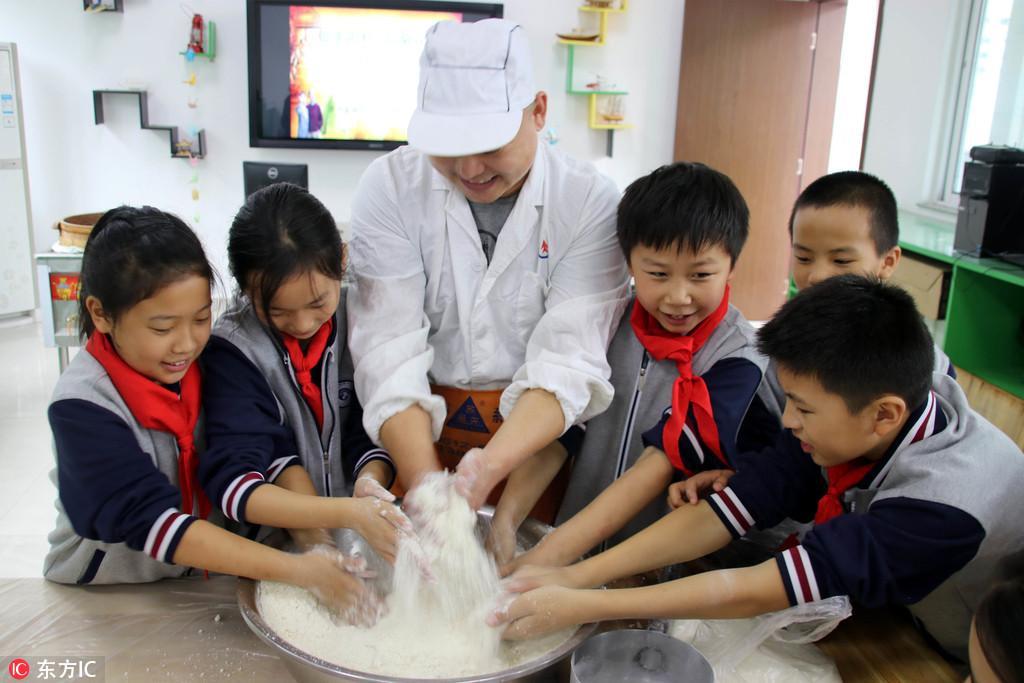 江苏苏州:学做重阳糕 喜迎重阳节【2】