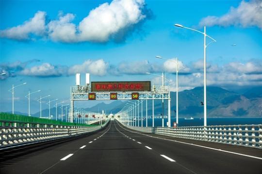 港珠澳大橋讓三地真正實現1小時生活圈
