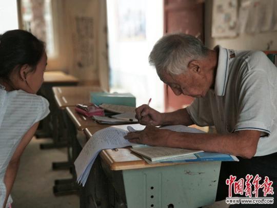 """[孩子教师英语]叶连平:打在乡村教育上的一块""""补丁"""""""