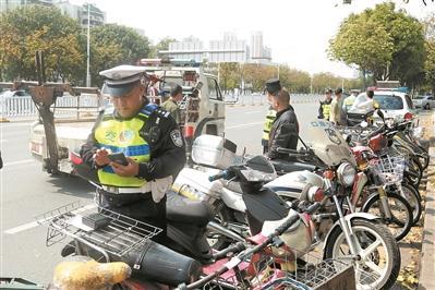 深圳交警将上门赠送安全头盔