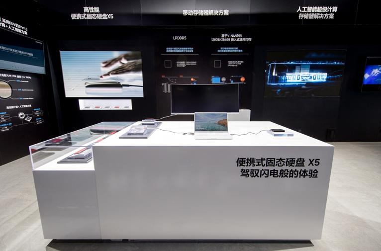 三星亮出半导体前沿新品 科技实力点亮上海进博会