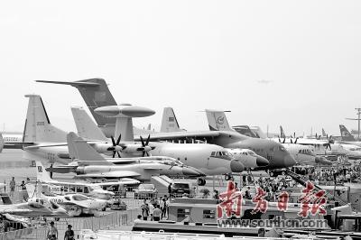 """中国航展今日揭幕 与""""空中明星""""来场约会"""