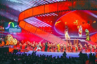 金鸡百花电影节开幕 基层放映员登台讲述