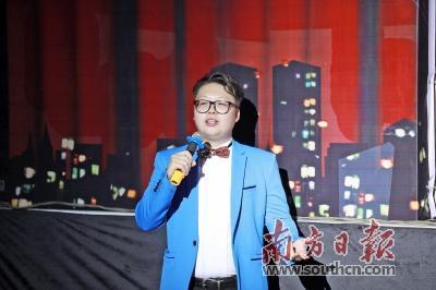 """原创音乐人:串起音符为石龙写""""情歌""""怪谈20131109"""