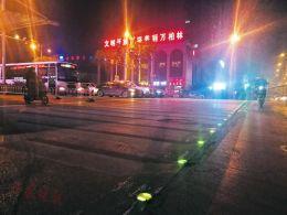 路口有了发光斑马线闯红灯的行人变少了