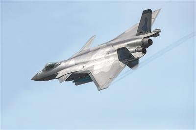 20战机挂弹空中开舱展示 公开载弹能力