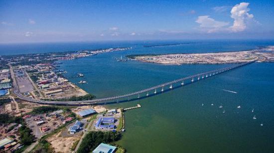 中国港湾(文莱)工程有限公司承建的文莱大摩拉岛大桥。新华社记者薛飞摄