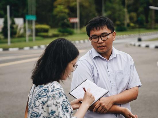 文莱大学生赖镜文在接受记者采访。新华社记者毕晓洋摄
