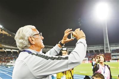 失误频频被巴勒斯坦队www.pi198.com逼平 国足靠什么袭击亚洲杯四强?