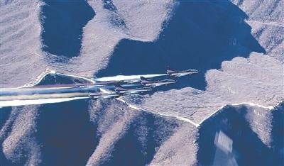 蓝天仪仗展现中国力量 八一飞行表演队成