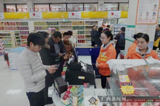 """广西75%以上的高速公路服务区便利店实行""""同城同价"""""""