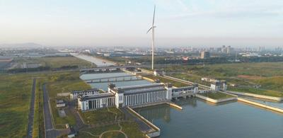 已经建成投入使用的新沟河江边枢纽。 资料图片