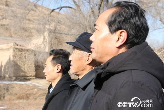 张寿和父亲张富清、侄子张文斌。
