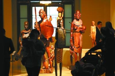 经典展览屡现排队盛况 艺术市场却略显冷清