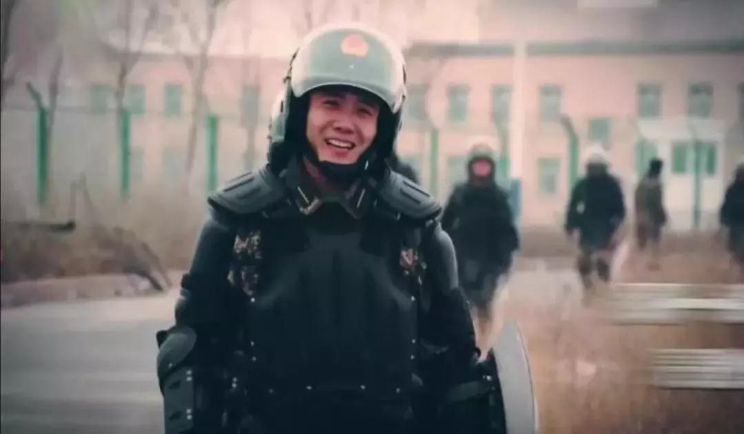 """危急时刻,中国军人让你知道什么叫""""冷静""""加盟服装店要多少钱"""