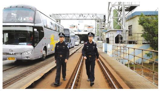 海口铁警守护琼州海峡回家路