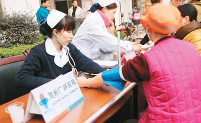 贺州广济医院开展义诊。