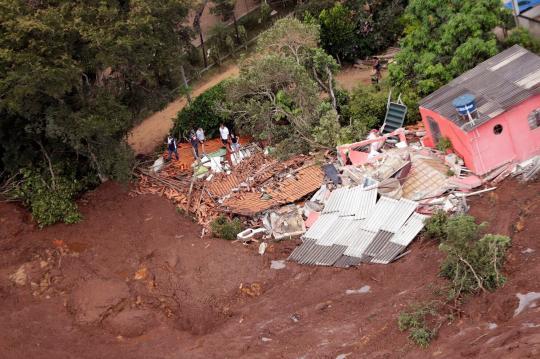 巴西矿坝决堤事故死亡人数升至37人