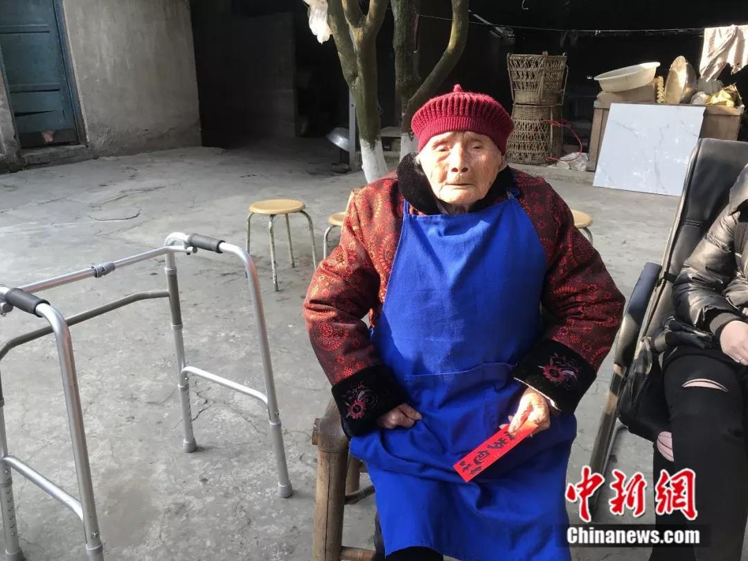 这个婆婆厉害了!出生在清朝 家中现已六世同堂