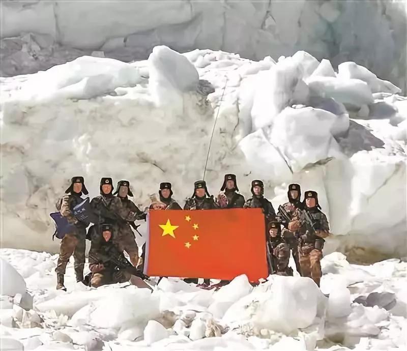 大年初一,海拔六千多米的高原冰川,这张合影让人燃了又哭了秦时明月第二部全集