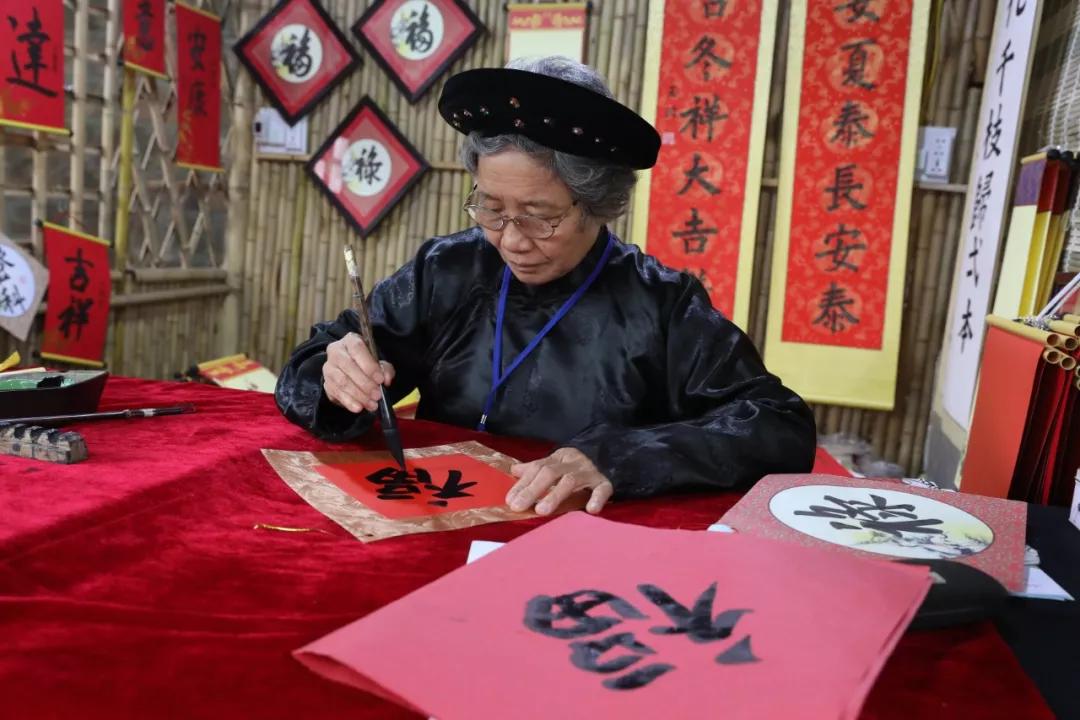 原来除了中国,是凤凰城,这些地方春节也是法定假日!