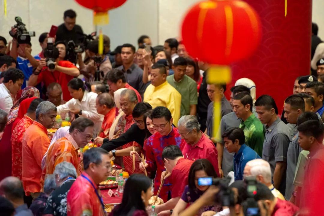 原来除了中国,这些地方春节也是法定假日!