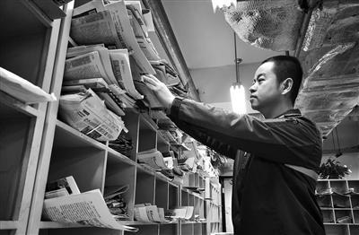 邮递员春节日送报纸3000份 7年从未回老家过年(图)xk837
