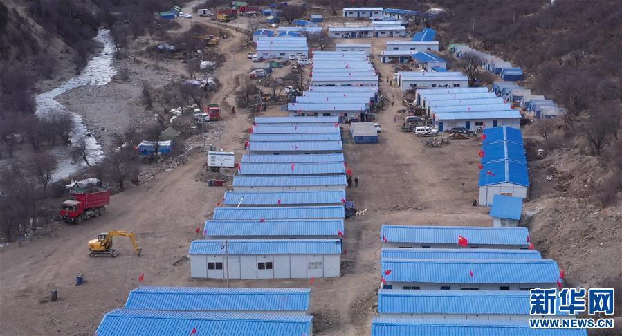 西藏金沙江堰塞湖康扎西安置点受灾群众欢度藏历新年即景