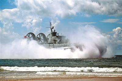 目击南海舰队某登陆舰大队气垫登陆艇训练