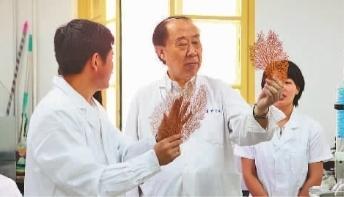 """管华诗:中国""""蓝色药库""""追梦人"""