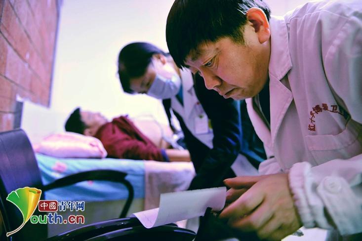 """""""迷你""""诊所的""""大医生""""侯立峰""""奢侈""""20年为民看病"""