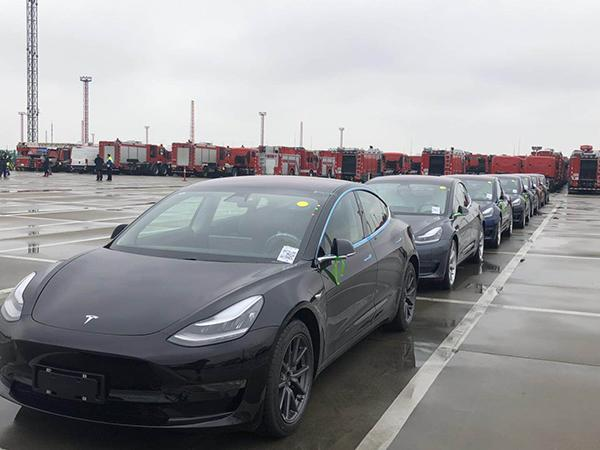 首批千辆特斯拉Model3抵达上海