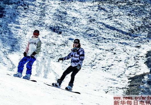 """""""北雪南展""""现支点效应  滑雪已成南方春节""""新民俗"""""""